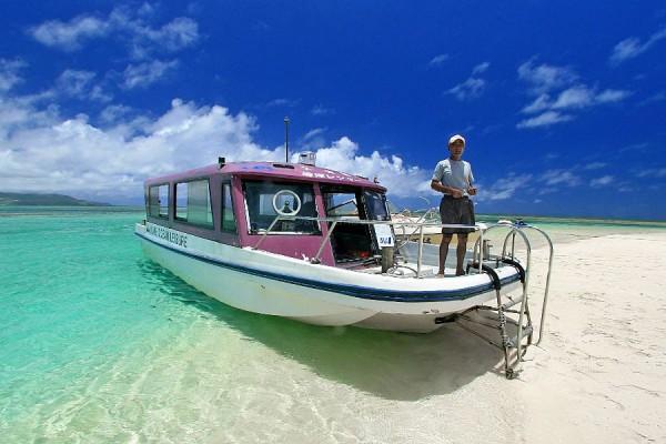 久米島海洋レジャーのグラスボート